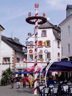 May pole in Wittlich!  Wittlich is actually known for holding an annual pig fest.  Lots of fun and lots of pigs!