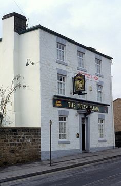 The Fitzwilliam, Barnsley, South Yorkshire Barnsley South Yorkshire, Old Pub, Local History, Old Photos, Interior Architecture, Multi Story Building, England, Street, Places