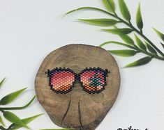 Woven with Miyuki glass beads brooch. The back of the brooch is covered with a light piece of faux leather, which is glued a PIN. Loom Bracelet Patterns, Bead Loom Bracelets, Beading Patterns, Diy Jewelry, Beaded Jewelry, Jewelry Design, Jewelry Making, Antique Brooches, Brick Stitch