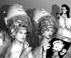 Vintage Hairstyles Retro 3 Reasons to Heat Up Your Conditioner - This is why it's worth it. Veronica Lake, Vintage Hair Salons, Pelo Vintage, Salon Pictures, Hair Salon Interior, Hair Quotes, Salon Design, Beauty Shop, Up Girl