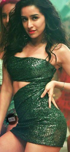 Safina plxx thoda wait kar la mera back pain horaha ha thoda slow hogaya hu Indian Actress Hot Pics, Indian Bollywood Actress, Bollywood Girls, Beautiful Bollywood Actress, Most Beautiful Indian Actress, Bollywood Fashion, Indian Actresses, Indian Celebrities, Bollywood Celebrities