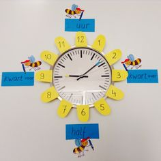 Klok met Zoem de Bij. Math Charts, I Love School, Preschool Arts And Crafts, Becoming A Teacher, Teaching First Grade, Learning Time, Telling Time, Primary School, Projects To Try