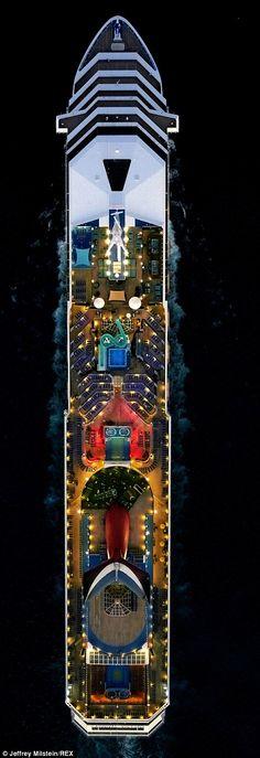   marynistyka.org - marynistyczne dekoracje, żeglarskie prezenty, prestiżowy morski wystrój wnętrz, marynistyka.pl - upominki dla Żeglarzy, marynistyczny wystrój wnętrz, dekoracje marynistyczne, marynistyka.waw.pl - prezent dla Żeglarza, morskie upominki, żeglarskie dodatki