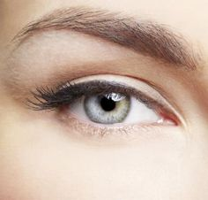 Eyebrows provide a frame for the face. Whether your eyebrows are thick and bushy, or sparse and thin, they make a huge difference in your look. Often, wome Make Eyebrows Grow, Eyebrows On Fleek, Perfect Eyebrows, Eye Brows, Olives, Natural Hair Growth, Natural Hair Styles, Eyebrow Growth Oil