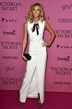 Karlie Kloss in Alexander McQueen Between swanning about town with BFF Taylor Swift, working on Karlie's Kookies, and her Victoria's Secret gig, it's no surprise that Kloss does her own thing on the red carpet. While most of her fellow Angels flaunted revealing looks at the Victoria's Secret bash, the 22-year-old model took a decidedly demure turn in an Alexander McQueen ensemble.