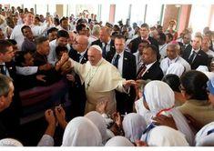 Субота 2 грудня 2017 р., останній день перебування Папи Франциска в Бангладеш, розпочалася приватною Святою Месою, яку він відслужив у каплиці нунціатури, що була його резиденцією під час цього етапу ХХІ Апостольської подорожі. Опісля він від'їхав до кварталу Тедж