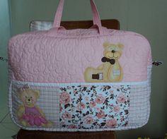 Mala  para maternidade. Ursinha marrom e rosa . Flor de poá.