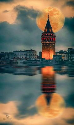 The best restaurant in Istanbul - Background Soho House Istanbul, Istanbul City, Istanbul Travel, Wonderful Places, Beautiful Places, Beautiful Moon, World Cities, Turkey Travel, Nice View