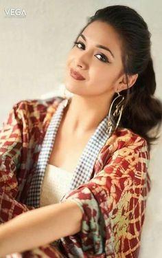 Keerthy Suresh photo shoot stylish Actress Keerthy Suresh 2018 New HD Gallery Bollywood Actress Bikini Photos, Beautiful Bollywood Actress, Most Beautiful Indian Actress, Beautiful Actresses, Beauty Full Girl, Beauty Women, Indian Actress Gallery, Stylish Girl Pic, Beautiful Girl Image