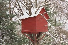 looks like a lot of work and love went into this treehouse