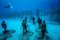 Museo Atlantico: Installation by Jason deCaires Taylor Jan 2017 British artist Jason deCaires Taylor has completed his underwater contemporary museum off the south east coast of Lanzarote, Spain after years of work Under The Water, Under The Sea, Underwater Sculpture, Underwater Art, Submarine Museum, Jason Decaires Taylor, Google Earth, Wale, Canary Islands
