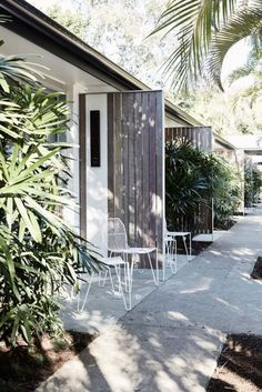 hotel exterior Converted from a motel to a luxury boutique hotel, The Bower defines everything we love about Byron Bay into one, laid-back location. Architecture Design, Hotel Architecture, Boutique Retreats, Honeymoon Style, Boutique Interior, Boutique Hotels, Exterior Cladding, Villa, Decoration Design