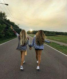 62 Ideas For Travel Friends Photography Bff Bff Pics, Photos Bff, Cute Friend Pictures, Cute Bestfriend Pictures, Funny Pictures, Friend Picture Poses, Road Pictures, Snow Pictures, Girl Pictures