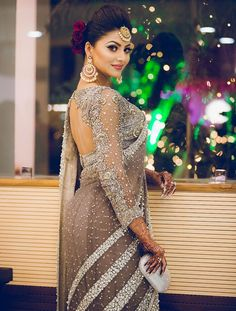 We share 51 beautiful Indian women in saree looking gorgeous and hot. These are the beautiful actress and indian models who looking so stunning in Saree. Blouse Back Neck Designs, Saree Blouse Designs, Pakistani Bridal, Indian Bridal, Bengali Bride, Bridal Lehenga, Beautiful Saree, Beautiful Indian Actress, Beautiful Women