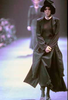 Comme des Garçons Fall 1992 Ready-to-Wear Fashion Show - Anna Pawlowski
