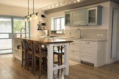ירוק, לבן ועץ שעובדים טוב יחד  שומשום היפתח: שיפוץ בית כפרי ברעות | בניין ודיור