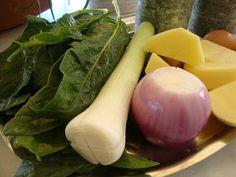 Σπανακοκεφτέδες ,Μούρλια γεύση !!!! ~ ΜΑΓΕΙΡΙΚΗ ΚΑΙ ΣΥΝΤΑΓΕΣ Greek Recipes, Honeydew, Apple Pie, Celery, Onion, Fruit, Vegetables, Cooking, Food