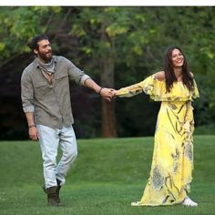 Can ve Sanem Best Tv Couples, Couples In Love, Turkish Fashion, Turkish Beauty, African Prom Dresses, Beautiful Men Faces, Cute Love Couple, Fashion Tv, Womens Fashion