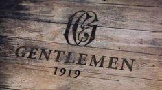 Gentlemen 1919  Du bois, du cuir et du métal : la nouvelle adresse crypto branchée dédiée aux hommes soignés s'inscrit dans un décorum luxueux qui convoque l'ambiance sombre de la Prohibition. À la fois barbier, coiffeur et fashion beauty store, le concept regorge d'articles pensés pour faire de vous un « Gentleman Moderne ». 11 rue Jean-Mermoz 75008 Paris Tél. : +33 (0)1 42 89 42 59