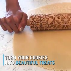 Christmas Rolling Pin 🎄 – Diy Gifts For Friends Christmas Gift For You, Perfect Christmas Gifts, Christmas Cookies, Christmas Videos, Xmas, Coconut Biscuits, Coconut Cookies, Vanilla Recipes, Chocolate Recipes