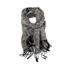 Sjaal 'Flowers' is heerlijk warm deze winter! De sjaal heeft een flowerprint die zowel aan de binnen- als buitenkant te zien is, hierdoor kun je hem gemakkelijk dragen zoals jij wilt. Door zijn neutrale kleuren is de sjaal te combineren met iedere gewenste outfit. Draag hem lekker binnen als accessoire of draag hem bij je jas tegen de kou. De sjaal is verkrijgbaar in zwart-wit en taupe. www.u-beads.nl