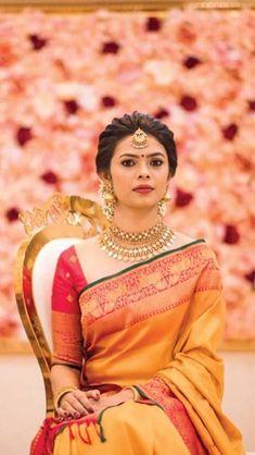 South Indian Wedding Saree, Bridal Hairstyle Indian Wedding, Bridal Hairdo, Indian Bridal Hairstyles, Indian Bridal Outfits, Bridal Hair Buns, Saree Wedding, South Indian Sarees, South Indian Bride Hairstyle