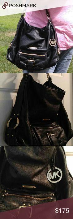 Michael kors bag Lovely soft leather... plenty of room.. excellent condition Michael Kors Bags Shoulder Bags