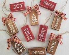 Christmas Blocks, Christmas Signs, Christmas Projects, Christmas Diy, Christmas Crafts To Sell, Homemade Christmas Crafts, Vintage Christmas Crafts, Christmas Mantles, Woodland Christmas