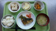 6月2日。鯖のカレー焼き、かぼちゃと天ぷらの煮物、ごま豆腐、キャベツと揚げの味噌汁、リンゴでした!鯖のカレー焼きが特に美味しかったです!649カロリーです