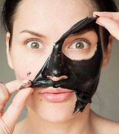 A Charcoal And Coconut Oil DIY Face Mask To Detox The Skin #CharcoalMask Charcoal Face Mask Diy, Diy Face Mask, Best Peel Off Mask, Cucumber Face Mask, Face Mask For Blackheads, Coconut Oil For Acne, Skin Mask, Organic Skin Care, Top