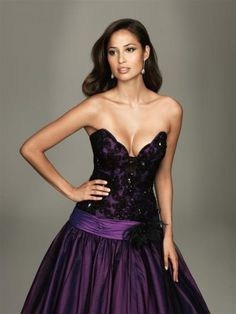 I would like for my dress to be white....BUT this is so pretty for my purple addiction!