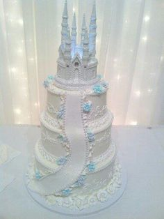 I love this cake. :) Fairytale theme<3