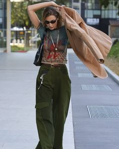 Mode Outfits, Fashion Outfits, Womens Fashion, Bella Hadid Outfits, Vogue, Mode Inspiration, Aesthetic Clothes, Dress To Impress, Celebrity Style