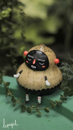 GOAJITOS by lepapel , via Behance http://www.behance.net/gallery/GOAJITOS/11280093 Miniature Dolls, Clay Crafts, Miniatures, Doll Toys, Candy, Cupcakes, Christmas Ornaments, Holiday Decor, Painting