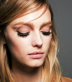 6 French Makeup Tips, as Told by a French Artist is part of French Makeup Tips As Told By A French Artist Byrdie Com - Here are six French makeup tips you need to know about if you want to rep that effortless, coolgirl look Eyeliner Make-up, French Makeup, Korean Beauty Tips, French Beauty Secrets, Natural Beauty Remedies, Fake Eyelashes, False Lashes, Artificial Eyelashes, Mascara Tips
