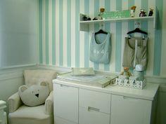 http://www.hausdekoration.asia/quarto-de-bebe-decorado-com-papel-parede-listrado-2/