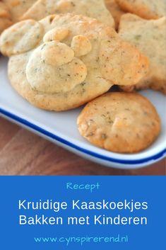 In dit recept voor lekkere, kruidige kaaskoekjes laat ik je zien hoe je simpel zelf kaaskoekjes maakt met slechts 3 ingrediënten! Met handige bewaartips én leuke tips om te bakken met kinderen. Lees het simpele recept op Cynspirerend.nl Mashed Potatoes, Cookies, Ethnic Recipes, Desserts, Food, Whipped Potatoes, Crack Crackers, Tailgate Desserts, Deserts