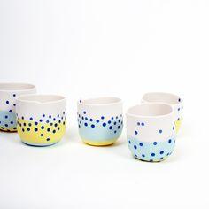 Pour commencer la saison, une série de pièces aux couleurs du printemps présentée dans le cadre de Ceramic Art London ... ... des décors tout simples, réalisés à l'engobe, ornent ces pièces ... ...