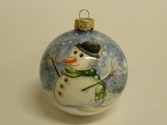 (CODICE ARTICOLO: ON/33) Pallina di natale di cm. 8 di diametro, circa, dipinta a mano con pupazzo d neve.