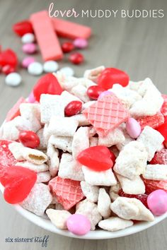 Valentine's Day / Lover Muddy Buddies – Six Sisters' Stuff Low Carb Chocolate, Chocolate Bark, Chocolate Covered Strawberries, White Chocolate Chips, Valentines Day Desserts, Valentine Recipes, Valentine Party, Saint Valentine, Valentine Ideas