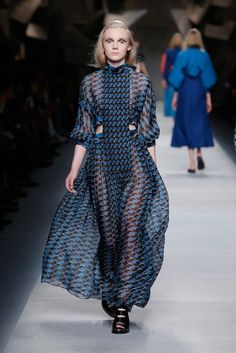 I need this with a lining. A runway look from the Fendi Spring Summer 2016  collection bde4dc340d1