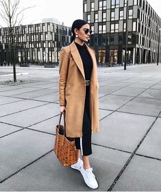 Classic camel coat over all black casual outfit with chic black leather belt. Classic camel coat over all black casual outfit with chic black leather belt. Black Women Fashion, Look Fashion, Trendy Fashion, Fashion Coat, Trendy Style, Fashion Ideas, Fashion Night, Street Fashion, Winter Fashion Outfits
