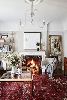 To Mix Traditional And Modern Decor Designer Allison Willson of Sarah Richardson Design discusses how she renovated her home for her young family. Living Room Carpet, Rugs In Living Room, Living Room Designs, Red Persian Rug Living Room, Living Room Oriental Rug, Oriental Rugs, Persian Decor, Red Living Room Decor, Cozy Living