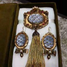 #брошьручнойработы #серьгиручнойработы #вышивка #вышивкаврадость#фурнитурааннычерных#фурнитурачерных #украшенияручнойработы #greenbirdme#embroidery #brooch #earrings #handmade #handembroidery #marianti_jewelry #jewelryhandmade