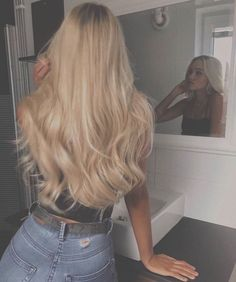 24 Long Wavy Hair Ideas That Are Freaking Hot in 2019 - Style My Hairs Curly Hair Styles, Curly Hair With Bangs, Hair Styles 2016, Medium Hair Styles, Medium Thin Hair, Short Thin Hair, Long Curly Hair, Short Blonde, Thick Hair