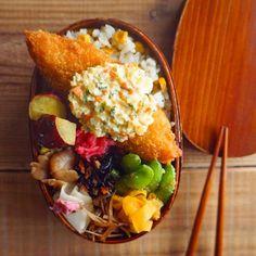 CHIKAさんはInstagramを利用しています:「今日のお弁当🍱 *. コーンの混ぜご飯に白身魚のフライのっけおべんでおはようございます♡ *. きくりんはお弁当なし🙅🏽♀️ ジンジャーレモンタルタルもた〜っぷりね🙊💓✨ 確実に蓋に持っていかれるパターンだけど😝❣️…」 Japanese Lunch Box, Japanese Food, Bento Box Lunch, Bento Lunchbox, Kawaii Bento, Asian Recipes, Ethnic Recipes, Food For Thought, Kids Meals