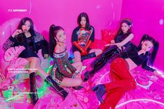 ITZY released group photos for their debut.JYP Entertainment has finally unveiled their new girl group. The 5 members Yuna,Ryujin,&nb… Park Jin Young, Jonghyun, Shinee, Kpop Girl Groups, Korean Girl Groups, Kpop Girls, Kim Bum, Heechul, Hyun Bin
