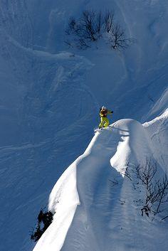 На острие бритвы... #экстим #сноуборд #фрирайд Автор: Евгений Васенёв
