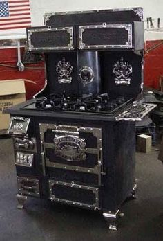 Antique Cook, Potbelly, Parlor & Coal Stoves For Sale Wood Stove Cooking, Kitchen Stove, Antique Wood Stove, How To Antique Wood, Coal Stove, Stoves For Sale, Cast Iron Stove, Vintage Stoves, Vintage Appliances