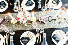 Happy New Year ☆ Britta Schunck Fotografie Tisch Dekoration Gold Schwarz Silvester Party Table Setting Inspiration, Entertainment Table, New Years Eve, Happy New Year, Table Settings, Xmas, Entertaining, Table Decorations, Blog